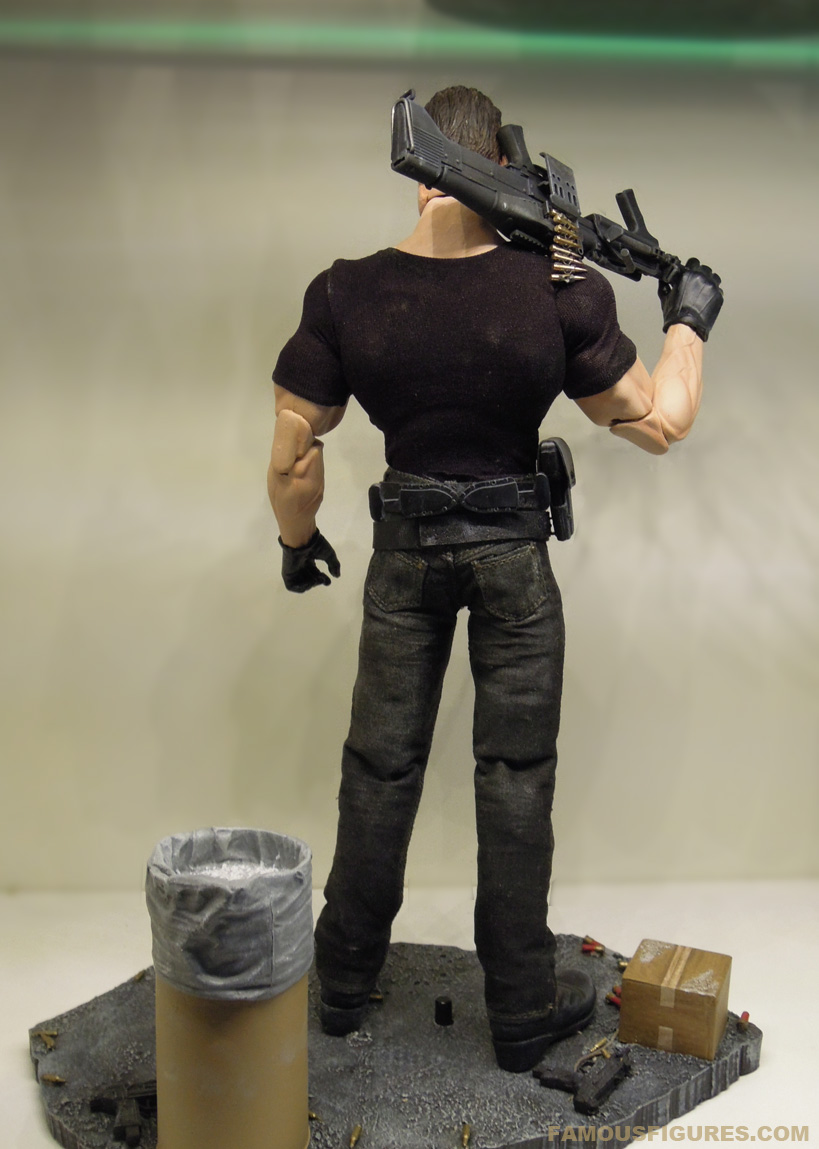 punisher_12_figure_back