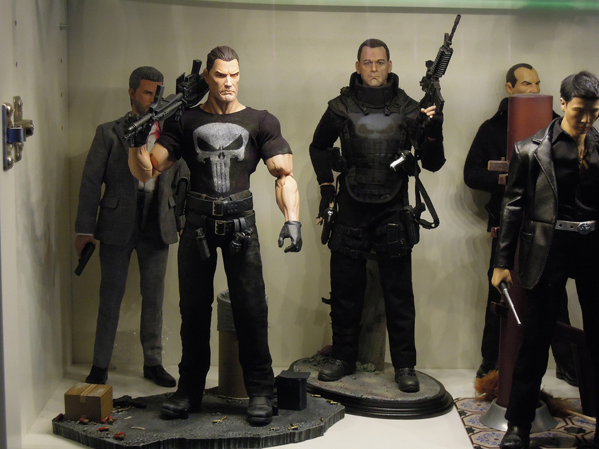 punisher_12_figure_ontheshelf